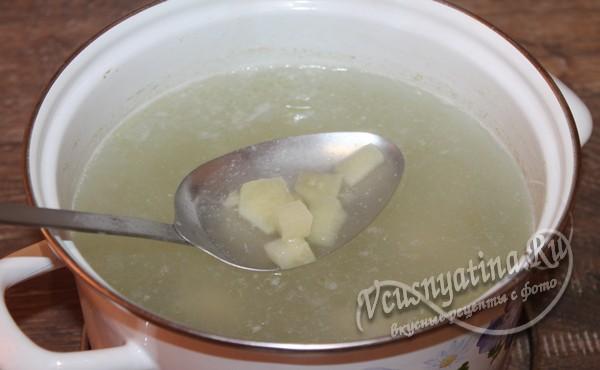 опустить картофель в суп