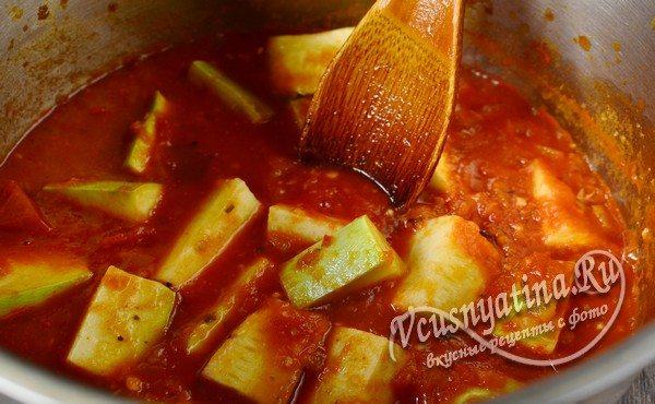 добавить специи и варить кабачки в соусе 15 минут