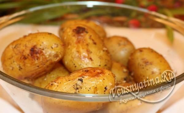 натереть картофель получившимся соусом и запечь в духовке