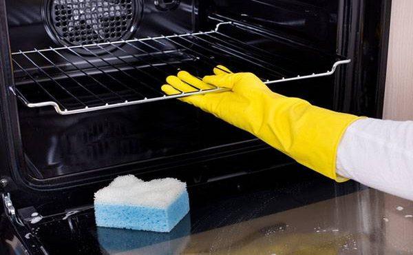 Как отмыть сильно загрязненную духовку