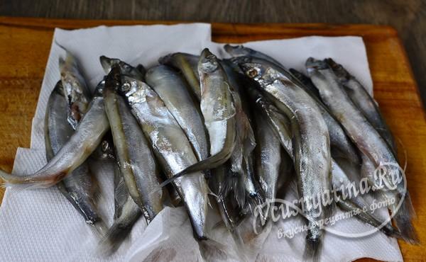 рыбу помыть и пропитать от лишней влаги