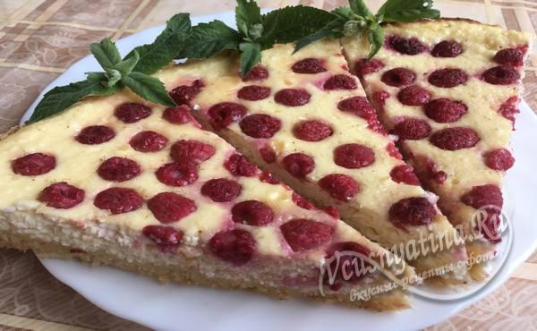 пирог с малиной готов