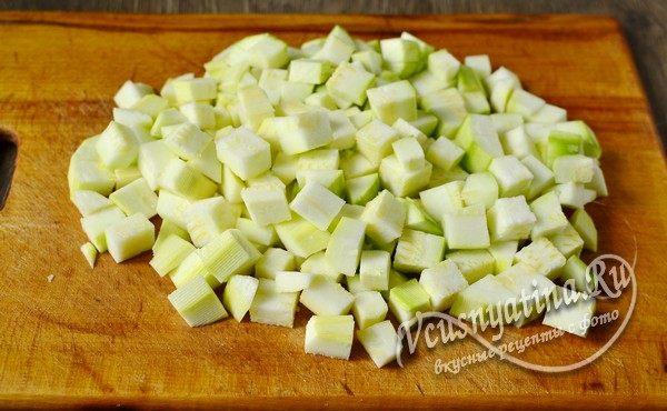 овощи подготовить и нарезать кубиками