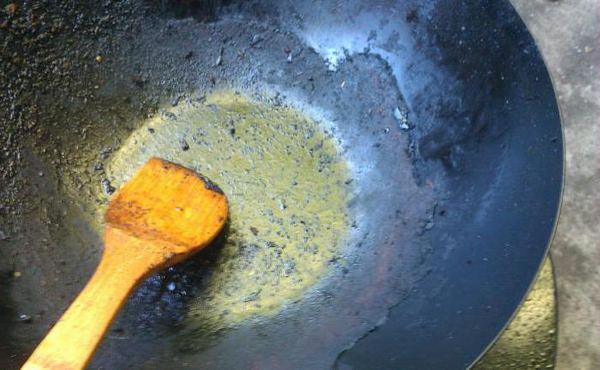 Как и чем очистить сковороду от жира и нагара в домашних условиях