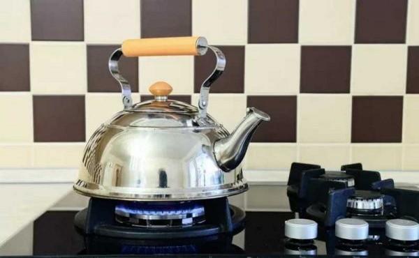 Как быстро и легко почистить чайник от накипи содой и уксусом