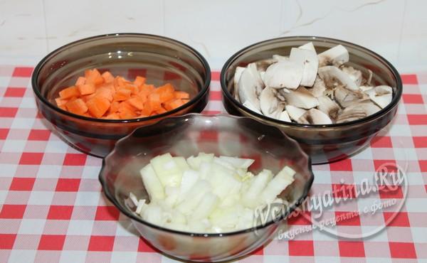грибы и овощи нарезать брусочками