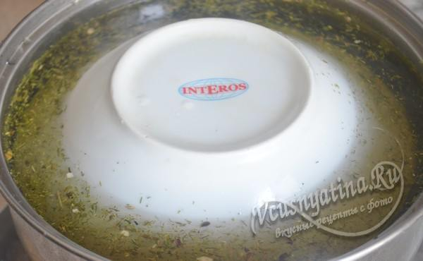 накрыть тарелкой