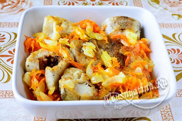 минтай и овощи в форме