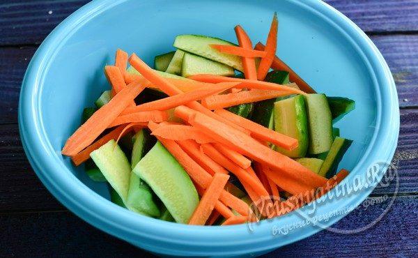 смешать маринад с овощами