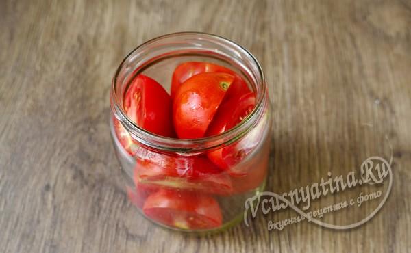 укладка томатов в банки
