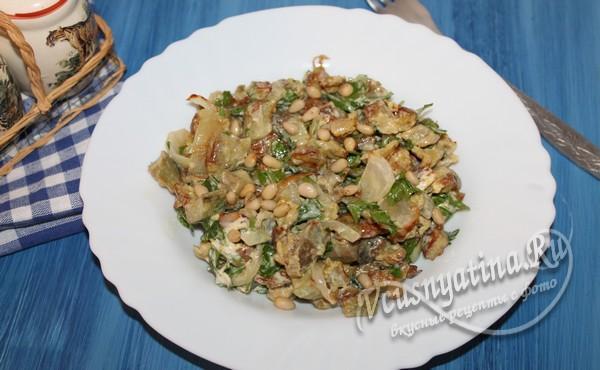 баклажанный салат с яйцом