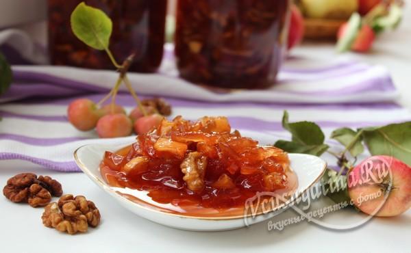Яблочное варенье с орехами