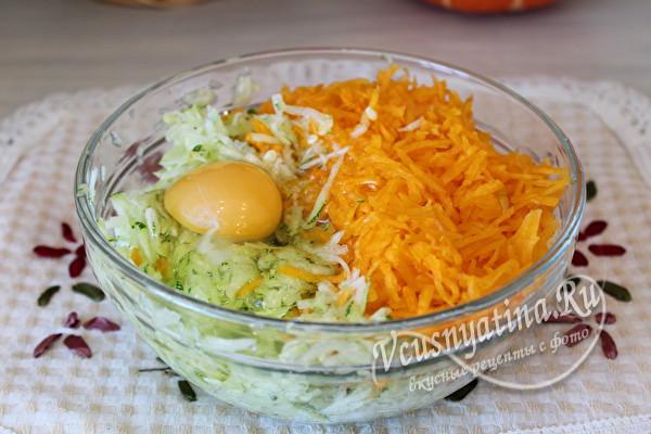 соединить тертые овощи