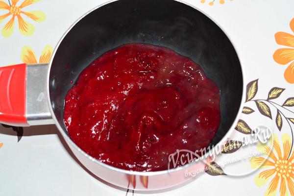 измельчить ягоды