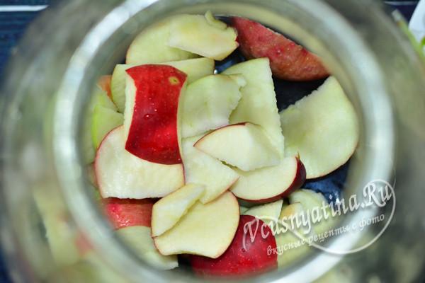 добавить нарезанные яблоки