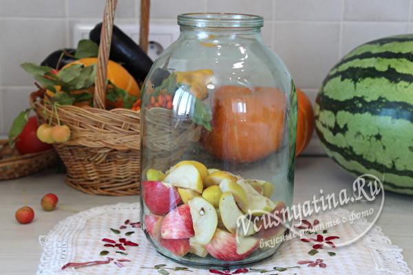 выложить фрукты в банку