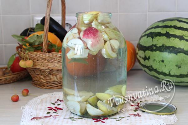 залить фрукты кипятком