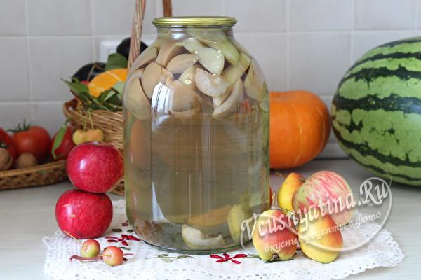 готовый компот из яблок и груш
