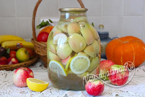 готовый компот из яблок