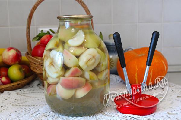 залить сиропом яблоки