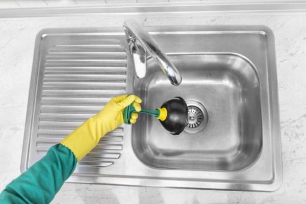 Засорилась раковина на кухне – как и чем прочистить засор