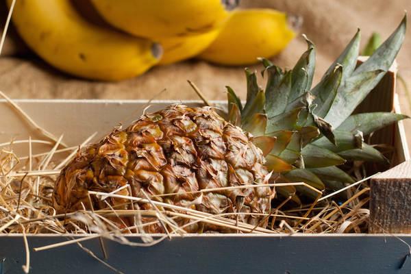 Как правильно выбрать спелый ананас и сколько можно хранить