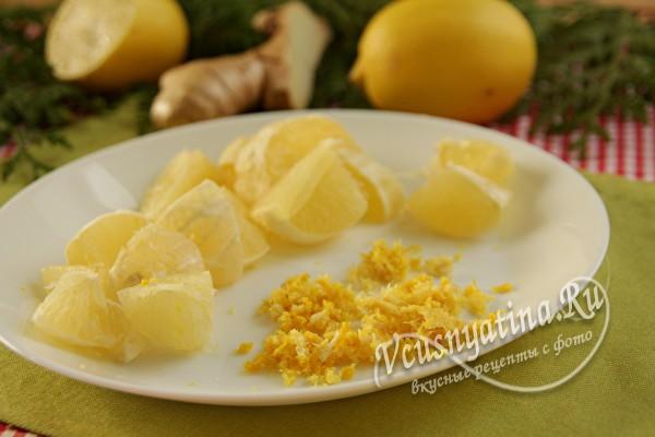 нарезанный лимон и цедра