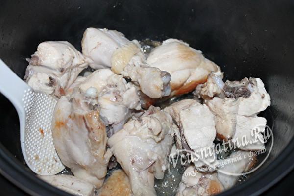 обжарить курицу в масле
