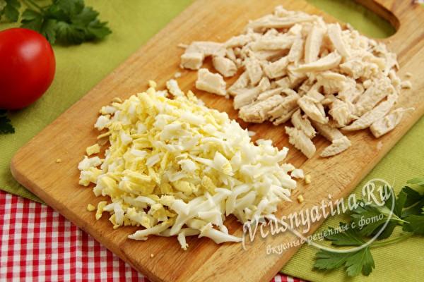 измельченные яйца и куриной филе