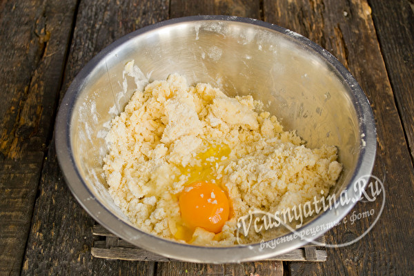 добавляем яйца