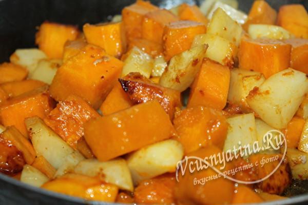 обжарить тыкву и картошку