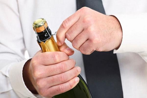 Как открыть шампанское если половина пробки сломалась