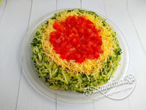 украсить помидором