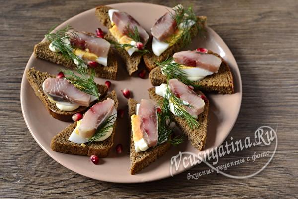 Бутерброды на Новый год 2021 - 14 простых вкусных рецептов с фото и видео
