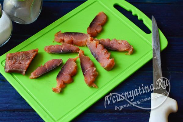 нарезанное филе рыбы