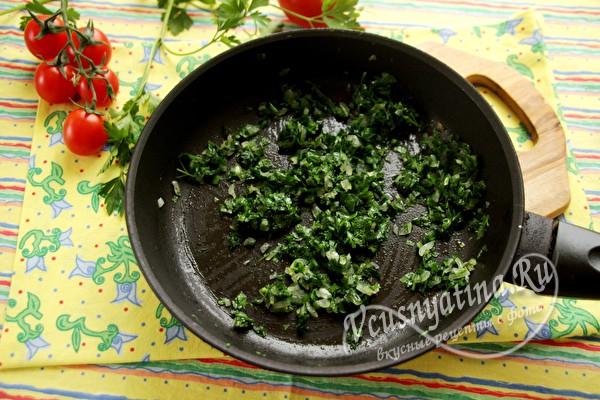 Зелень обжарить с луком