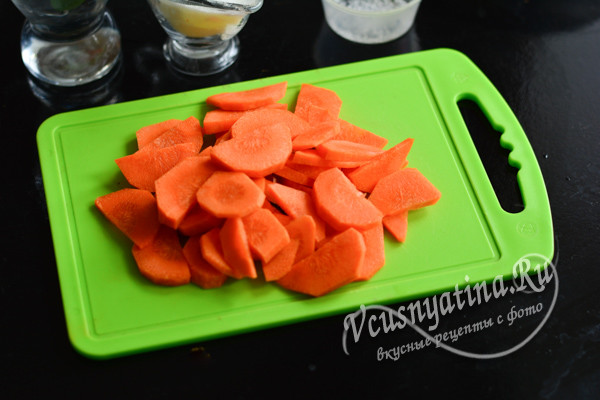морковь нарезать кружочками