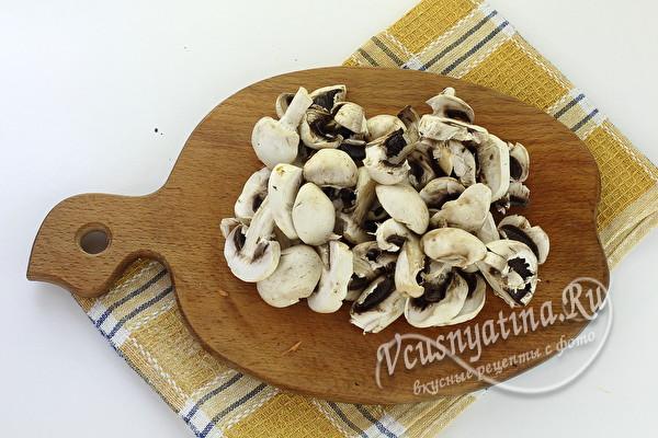 грибы нарезать пластинками