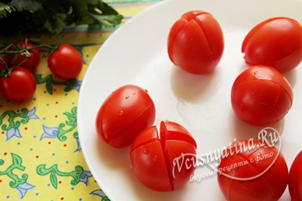 помидоры разрезать крестообразно