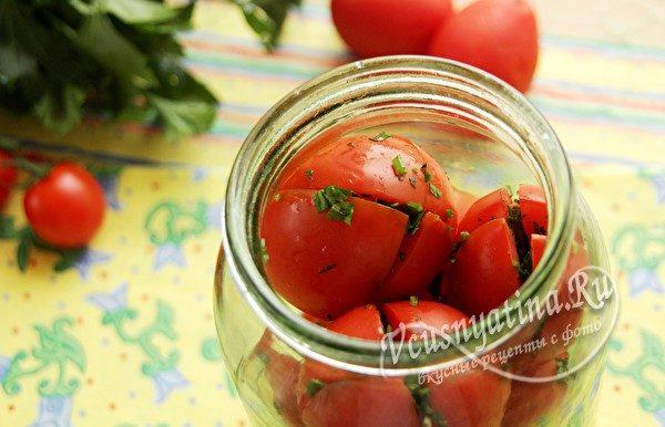 уложить томаты в банку