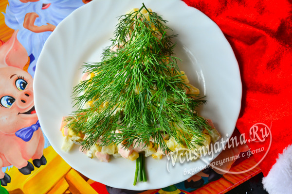 """салат """"Елочка"""" с вареной колбасой готов"""