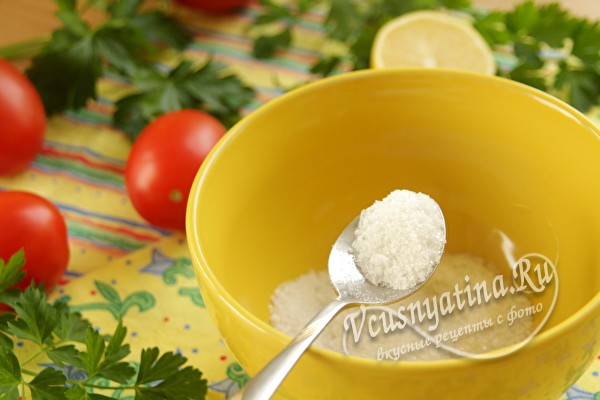 Смешать соль и сахар