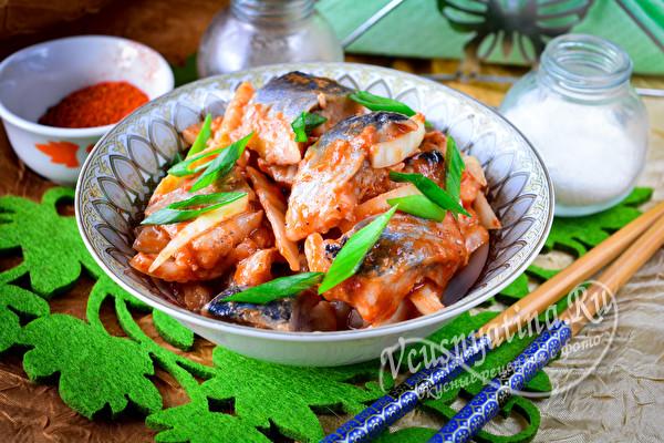 Селедка по-корейски с томатной пастой