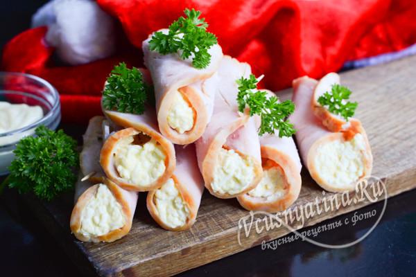 рулетики из ветчины с сыром и яйцом