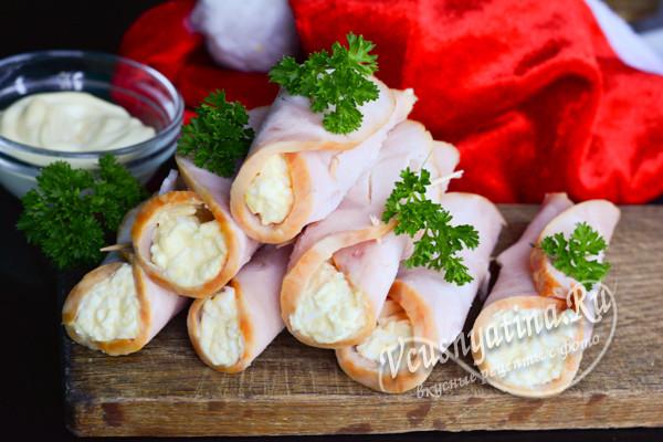 рулетики из ветчины с сыром и яйцом готовы