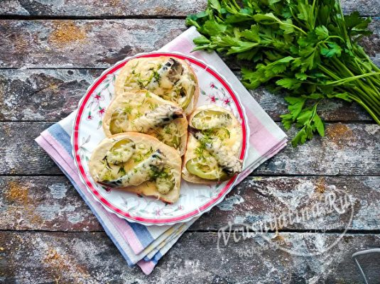 бутерброды со шпротами в духовке