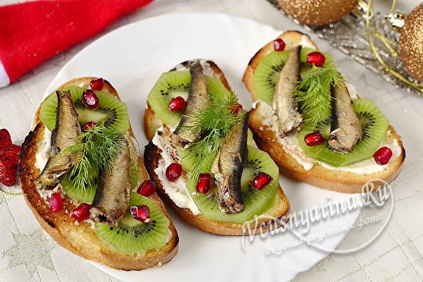 бутерброды со шпротами и киви