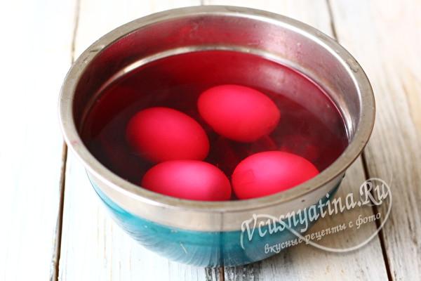 положить яйца в воду со свеклой