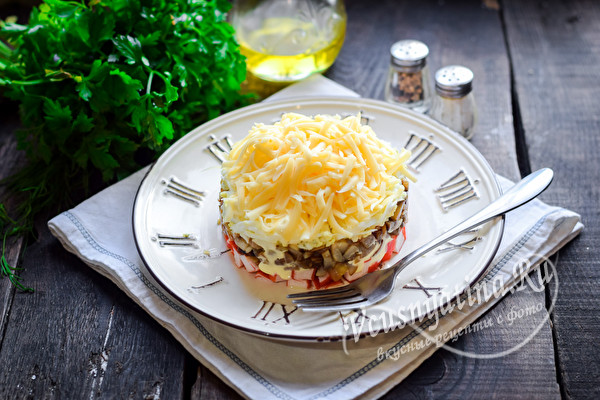 10 новых потрясающих салатов на Новый год из крабовых палочек