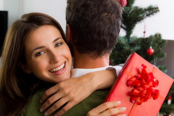 Какие подарки попросить на Новый год у Деда Мороза и близких людей